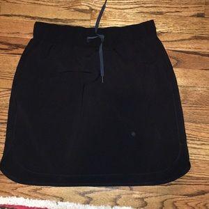Lululemon black skirt sz 12